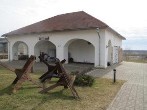 Vaivara Sinimägede muuseumi hoone