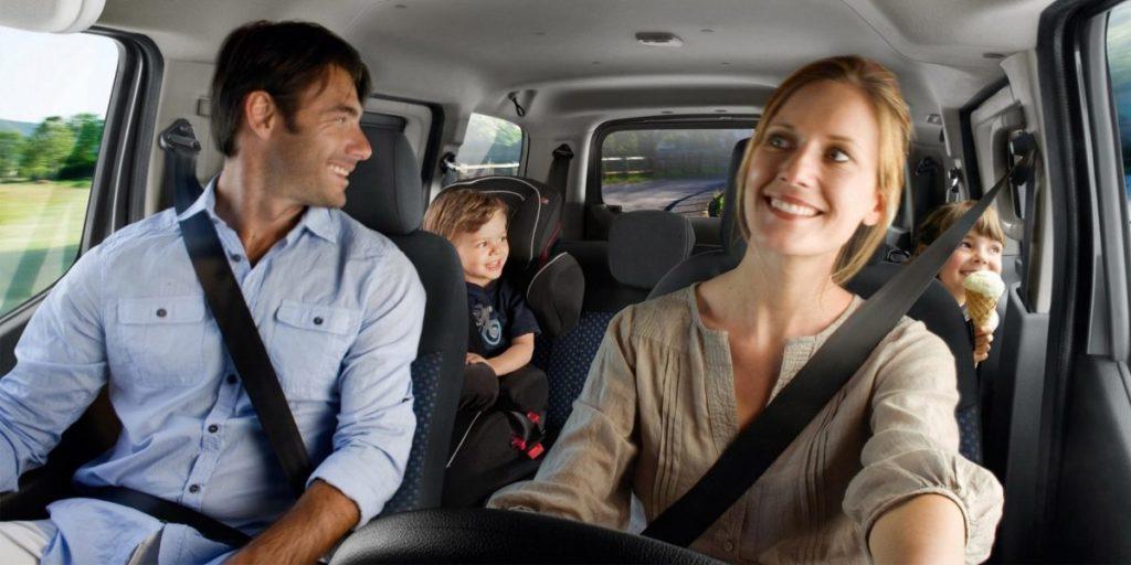 Pere sõidab autoga