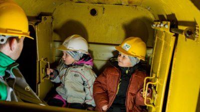 Lapsed allmaa rongis Eesti Kaevandusmuuseumis